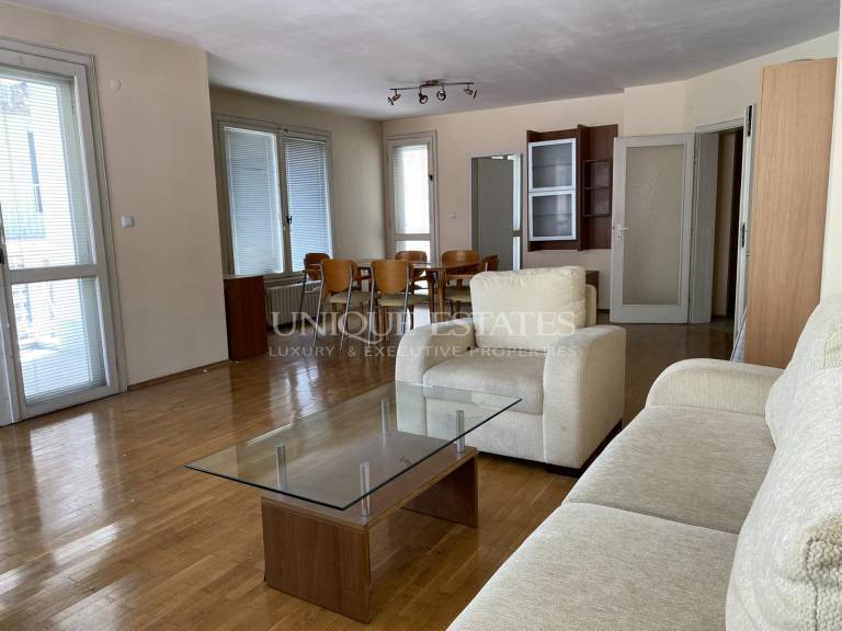 Lovely two-bedroom apartment next to South Park