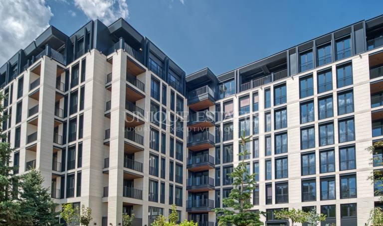 Чудесен четиристаен апартамент в луксозна сграда