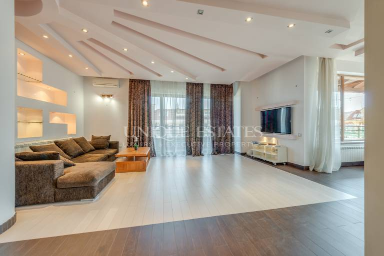 Spacious and bright three bedroom apartment in Maxi for rent