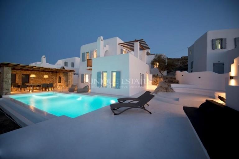 Луксозна вила с басейн и изключителни гледки