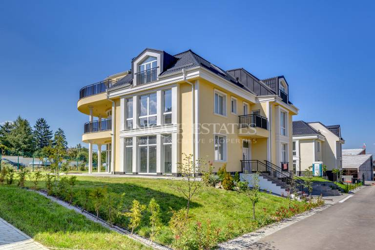 New comlpex at the foot of the mountain - spacious house for sale