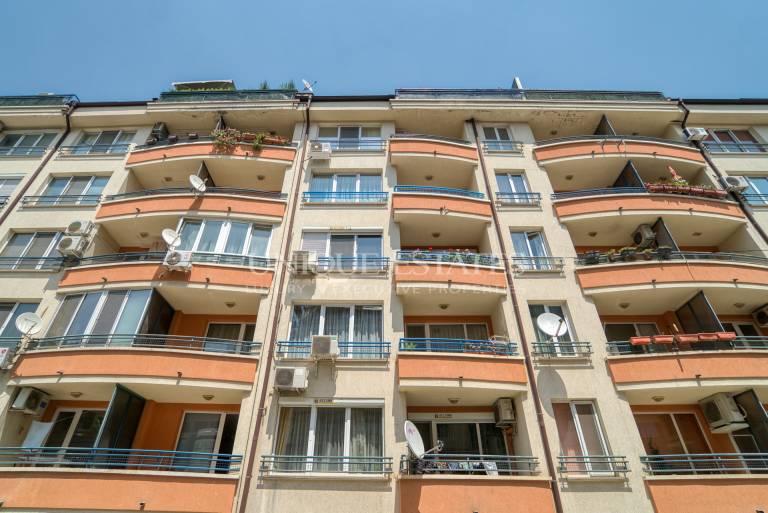 Просторен тристаен апартамент за продажба