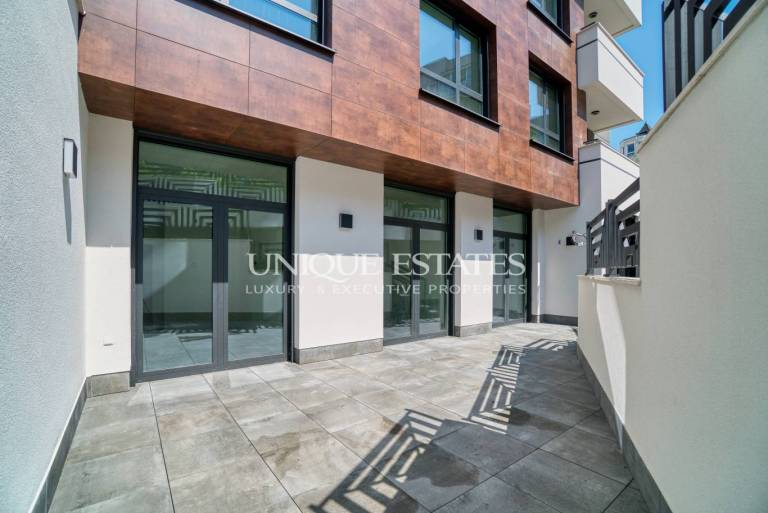 Multifunctional space in Lozenets for sale