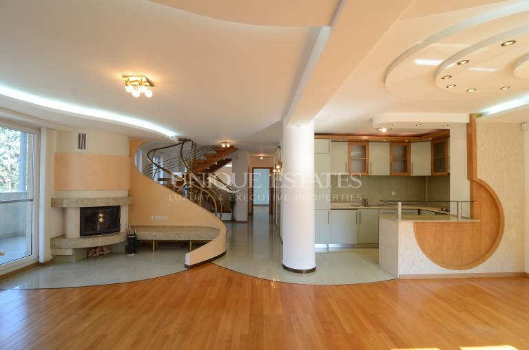 Maisonette with five bedrooms new hotel Hemus for rent