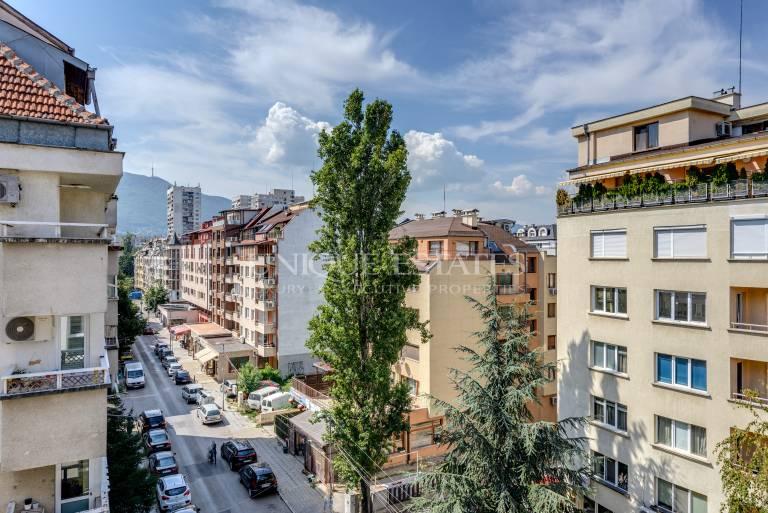 Нов, четиристаен апартамент в квартал Борово