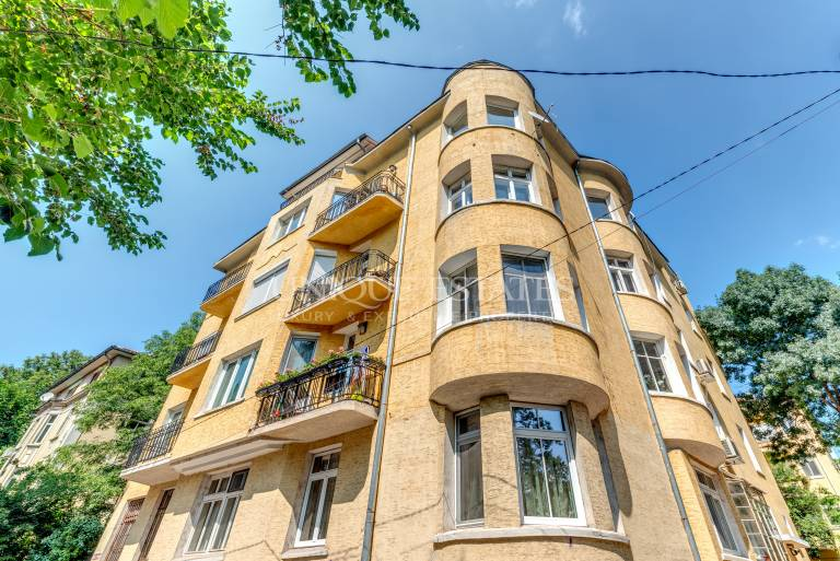 Unfurnished apartment-office for rent with TOP address