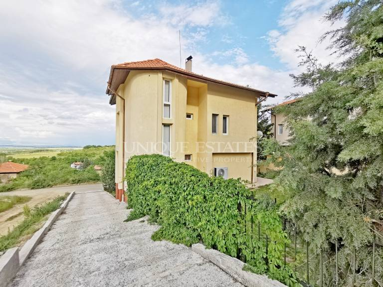 Excellent house with amazing views for sale