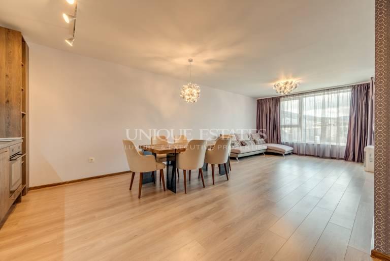 Изключително просторен тристаен апартамент в нова сграда