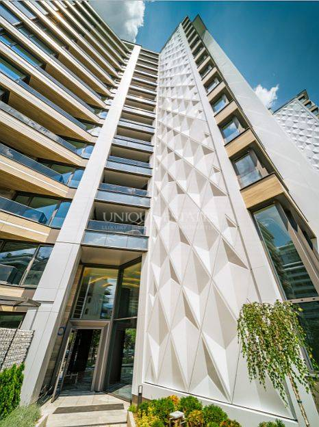 Прекрасен тристаен апартамент в кв. Изгрев, в луксозна сграда