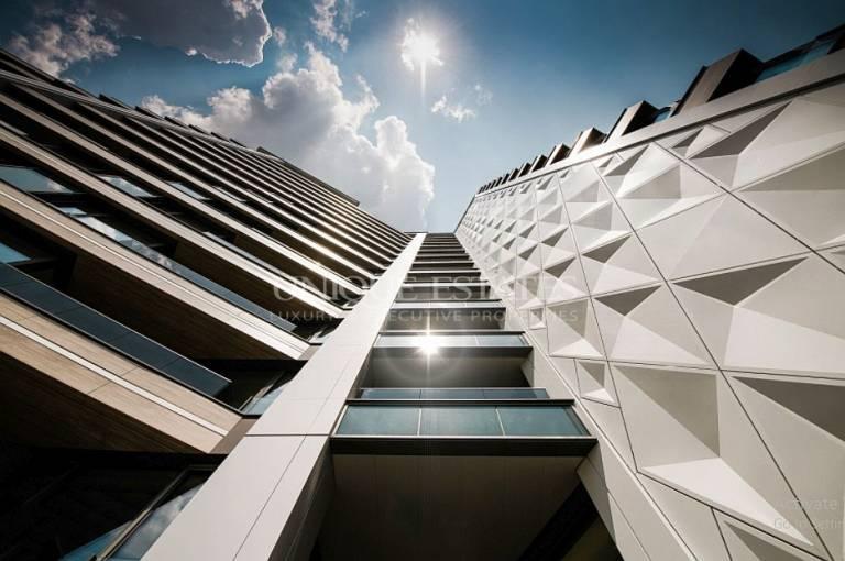 Прекрасен четиристаен апартамент в кв. Изгрев, в луксозна сграда