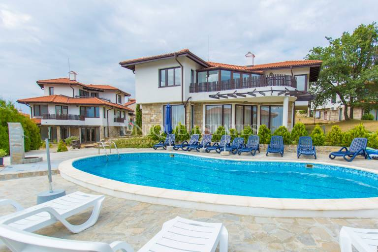 Lovely holiday home with a swimming pool near Nessebar