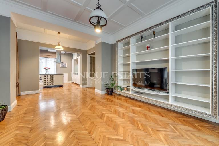Aristocratic apartment in the heart of the city center for sale