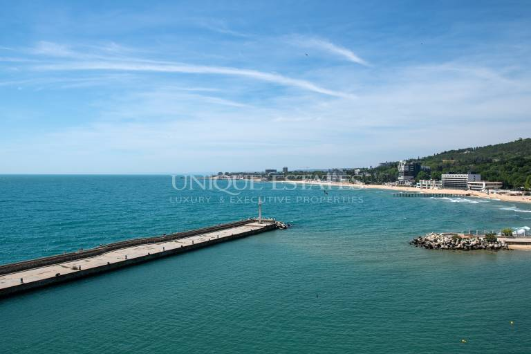 Уникален апартамент с красива панорама към морето