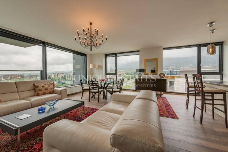 Изискано жилище с панорамна тераса на бул. България под наем
