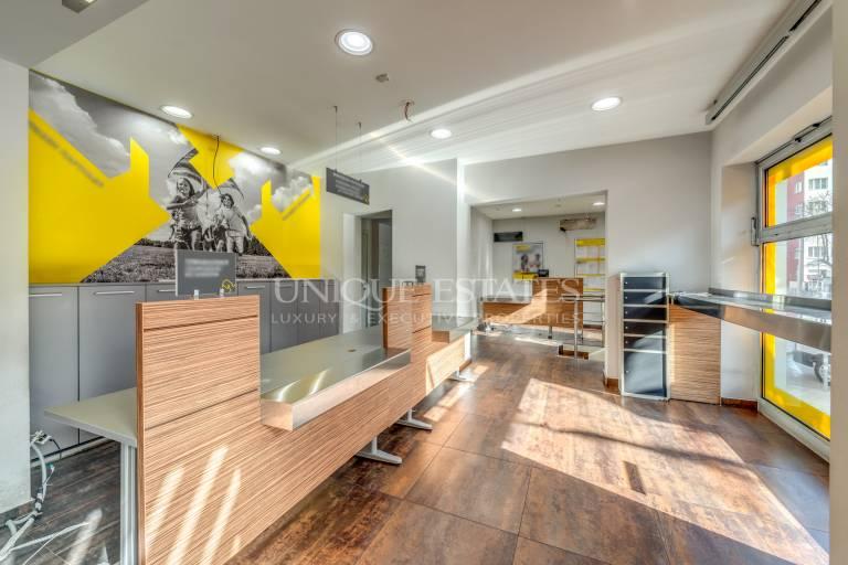 Банков офис/магазин с голям човекопоток под наем в Центъра
