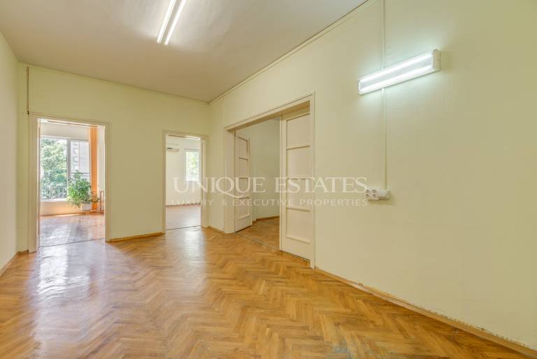 Четиристаен апартамент за продажба на ул. Оборище