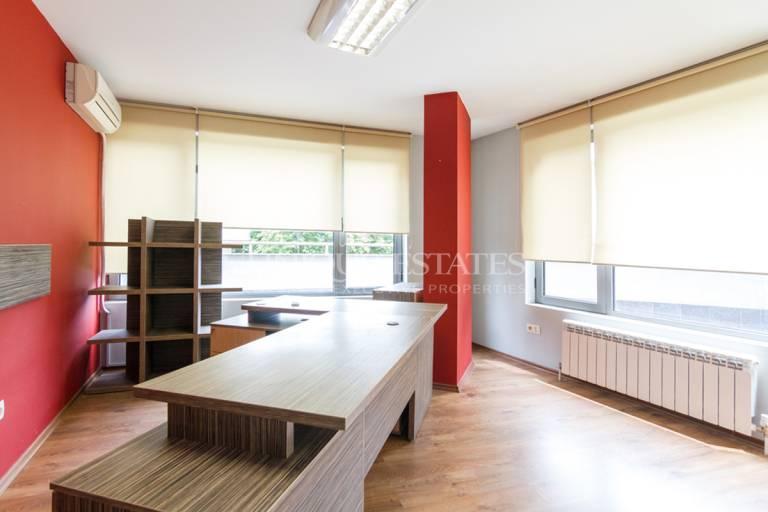 Представителен офис в бизнес сграда на бул.България