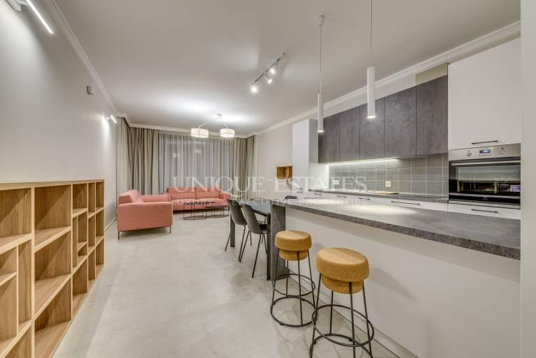 Прекрасен, напълно обзаведен апартамент в затворен комплекс