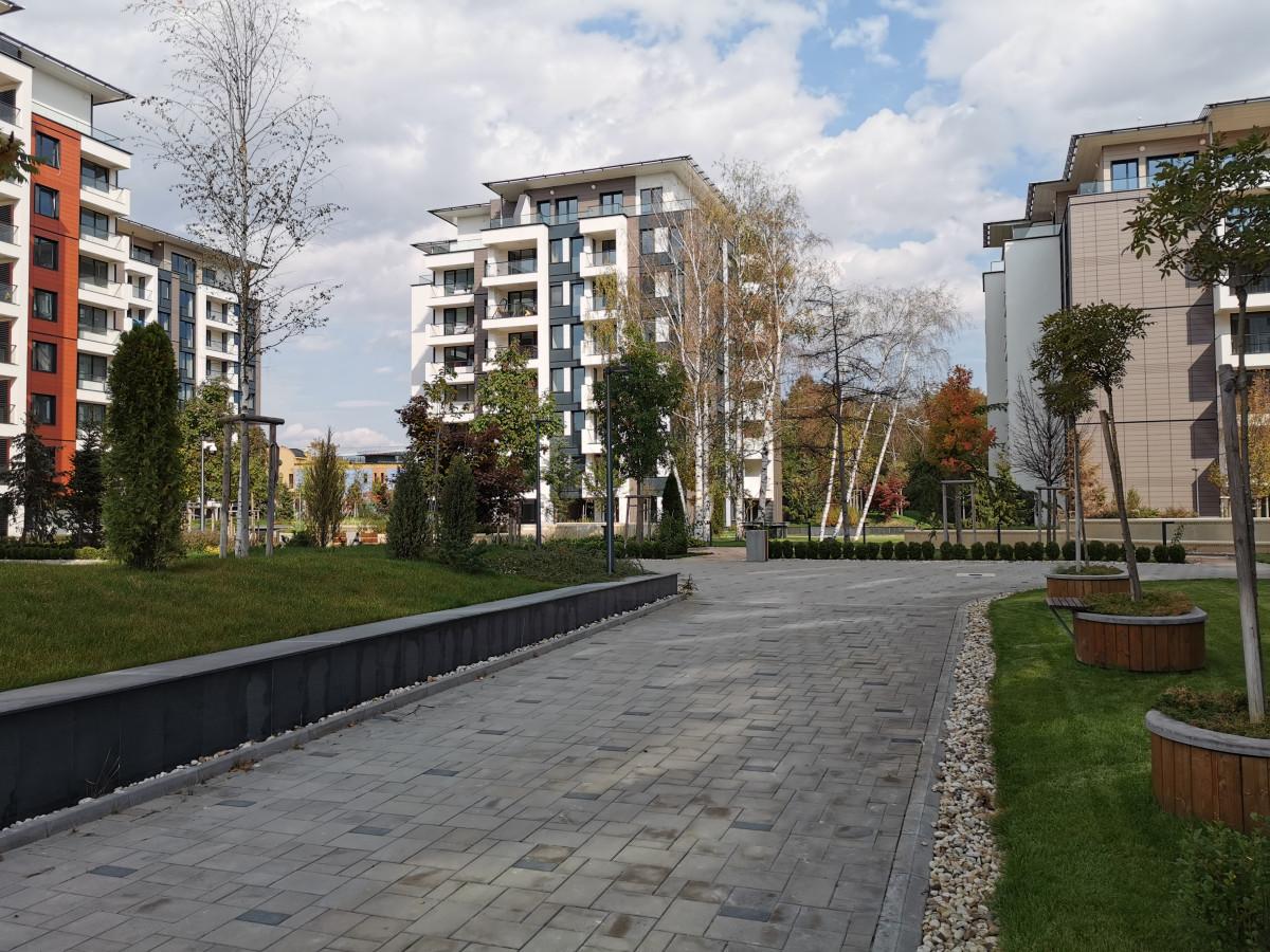 Затворен комплекс в близост до парк