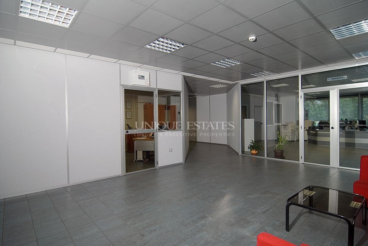 K8267-Spacious Office for Sale Close to Russian Monument