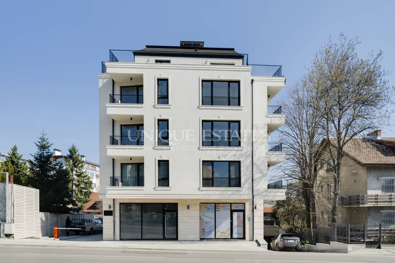 K11060-Store for sale near the Embassy of the Russian Federation