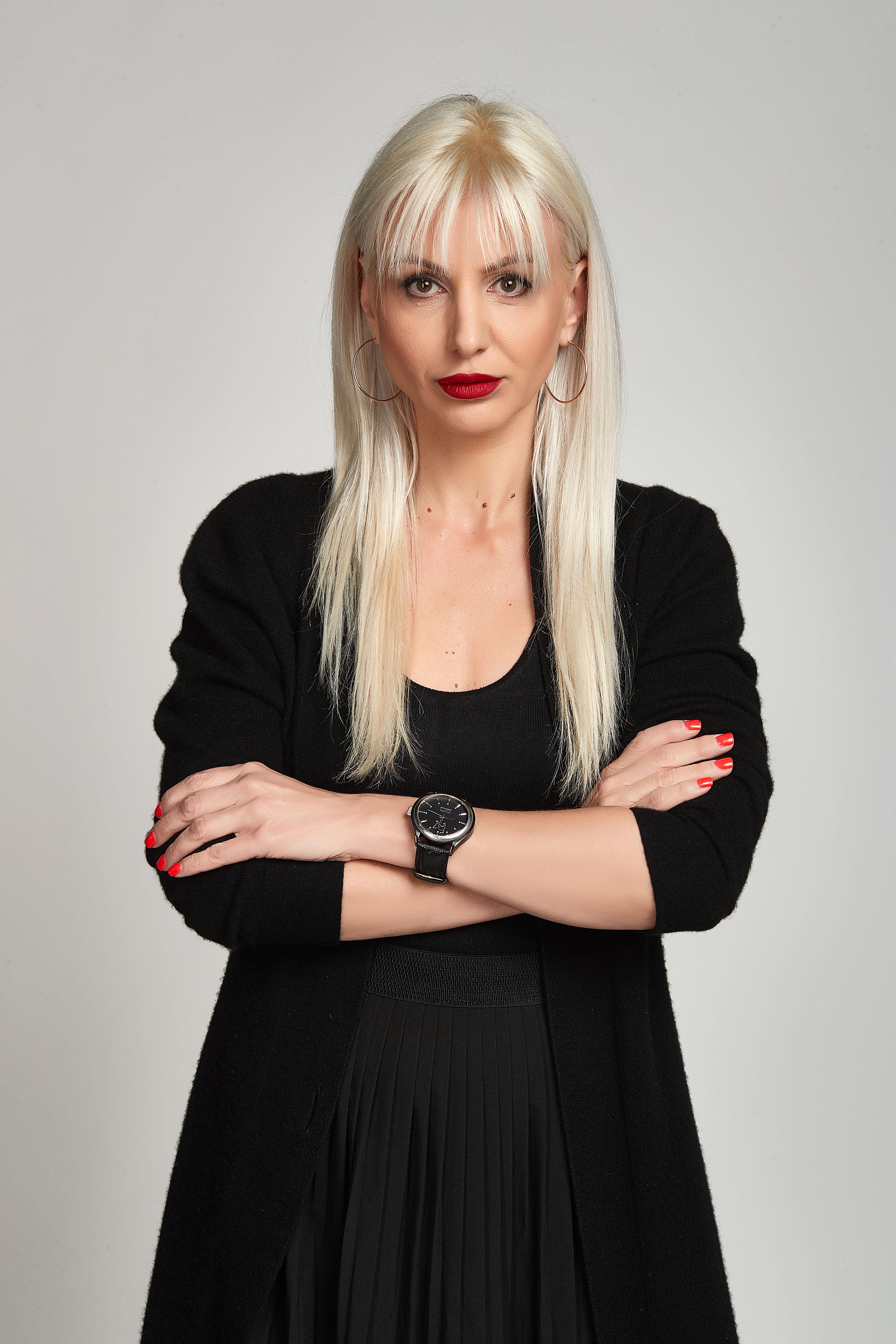 Анна Тонова